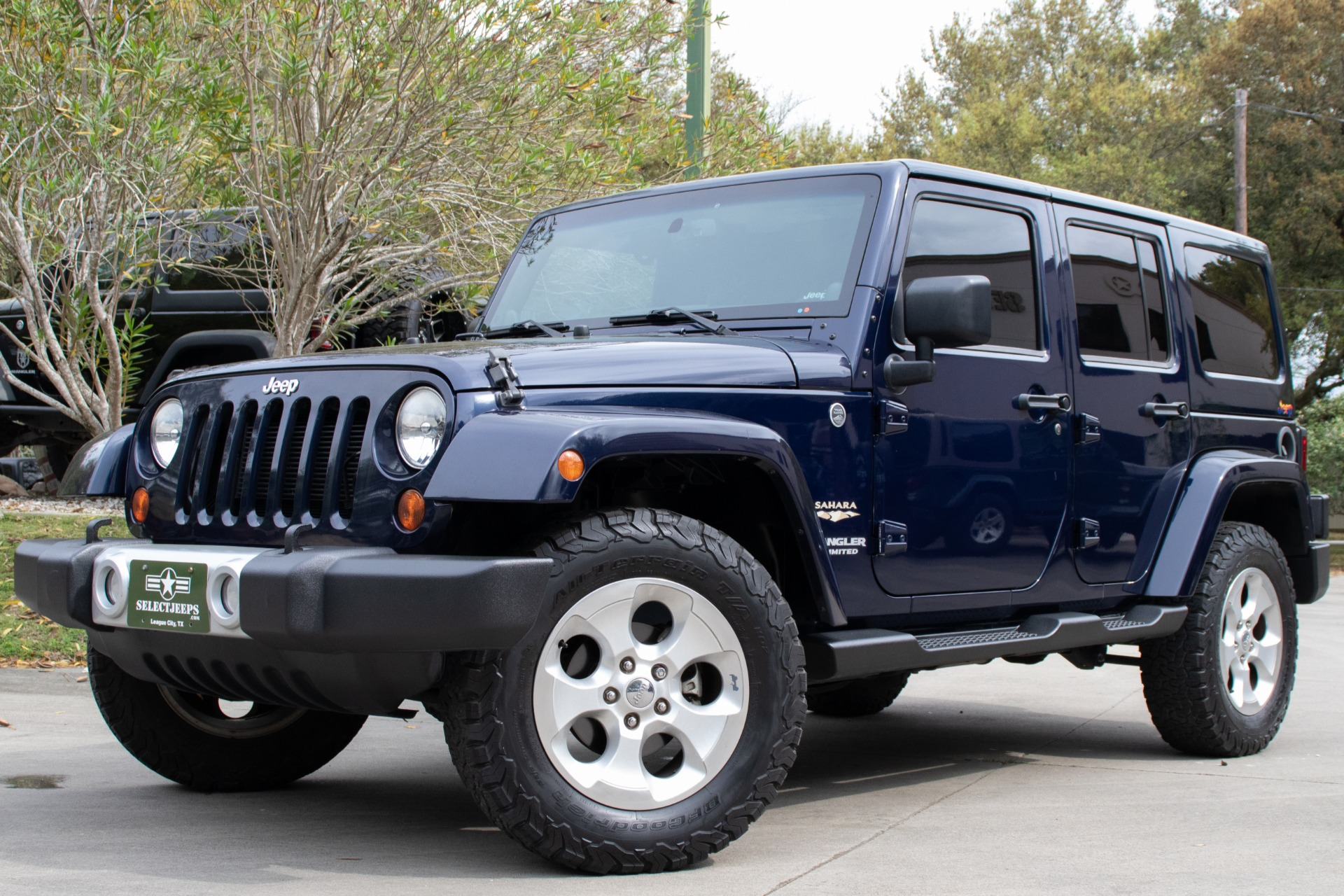 used 2013 jeep wrangler unlimited sahara 4wd 4dr sahara for sale 29 995 select jeeps inc. Black Bedroom Furniture Sets. Home Design Ideas