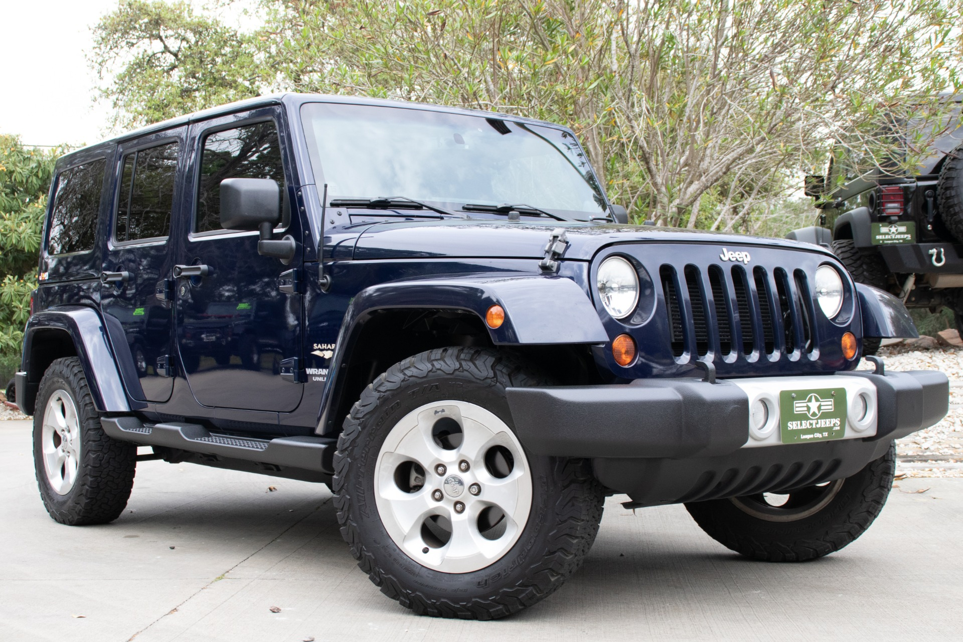 used 2013 jeep wrangler unlimited sahara 4wd 4dr sahara. Black Bedroom Furniture Sets. Home Design Ideas