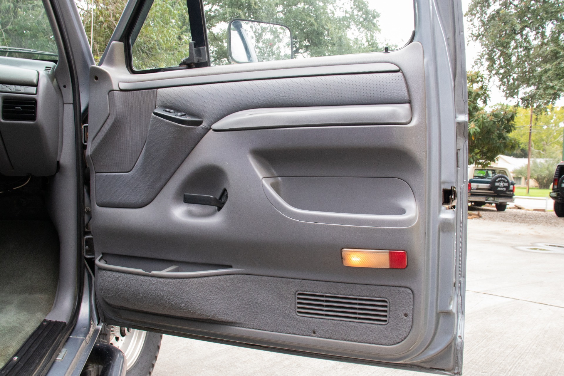 Used-1995-Ford-Bronco-XLT