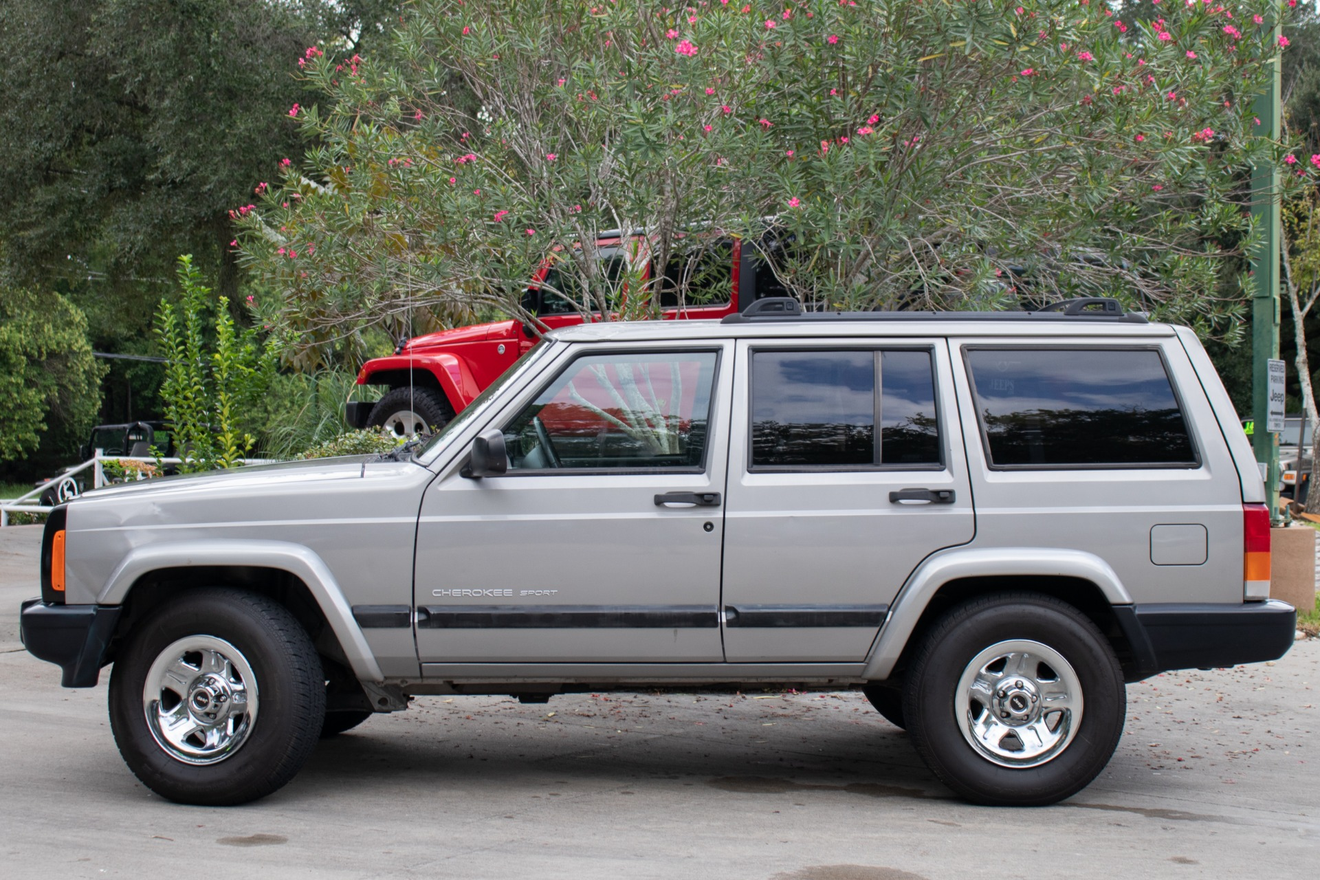 Used-2001-Jeep-Cherokee-4dr-Sport