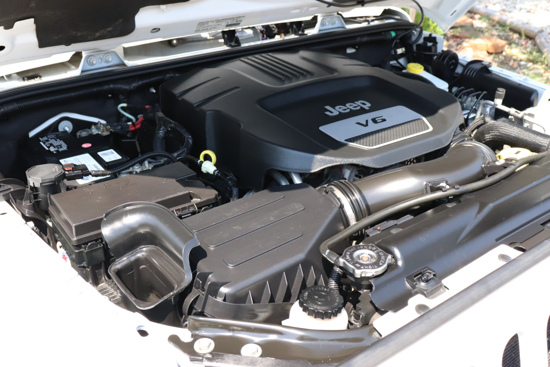 Used-2013-Jeep-Wrangler-4WD-2dr-Sahara