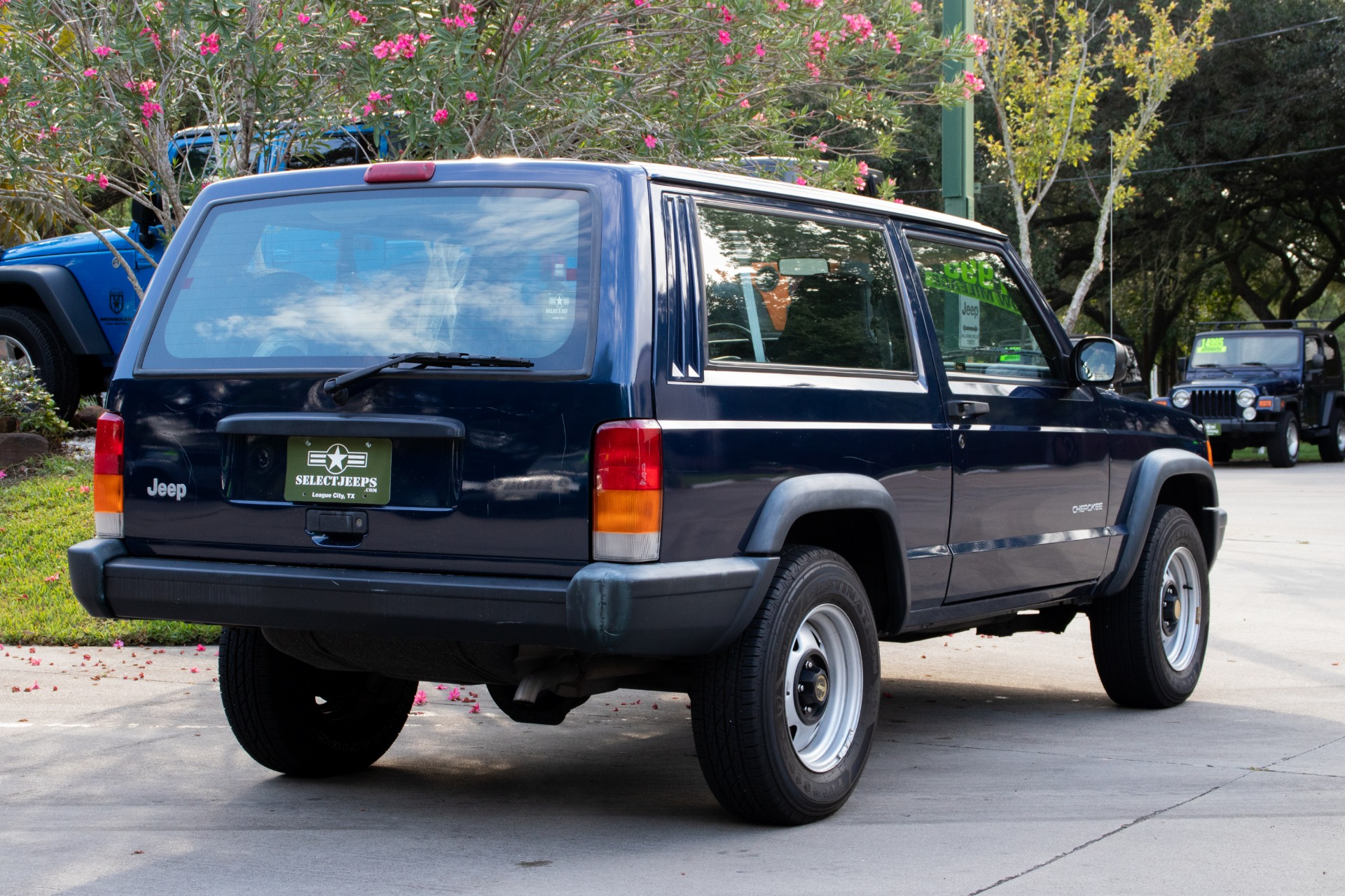 Used-2000-Jeep-Cherokee-2dr-SE