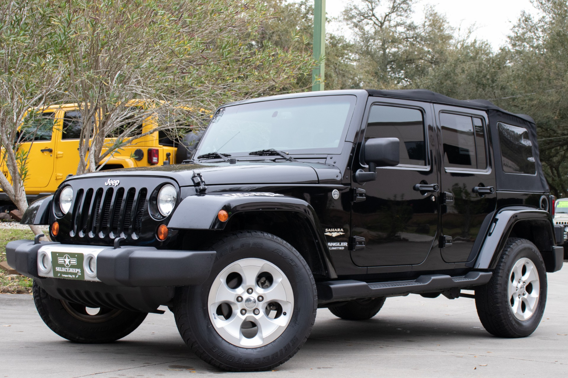 Used-2013-Jeep-Wrangler-Unlimited-Sahara
