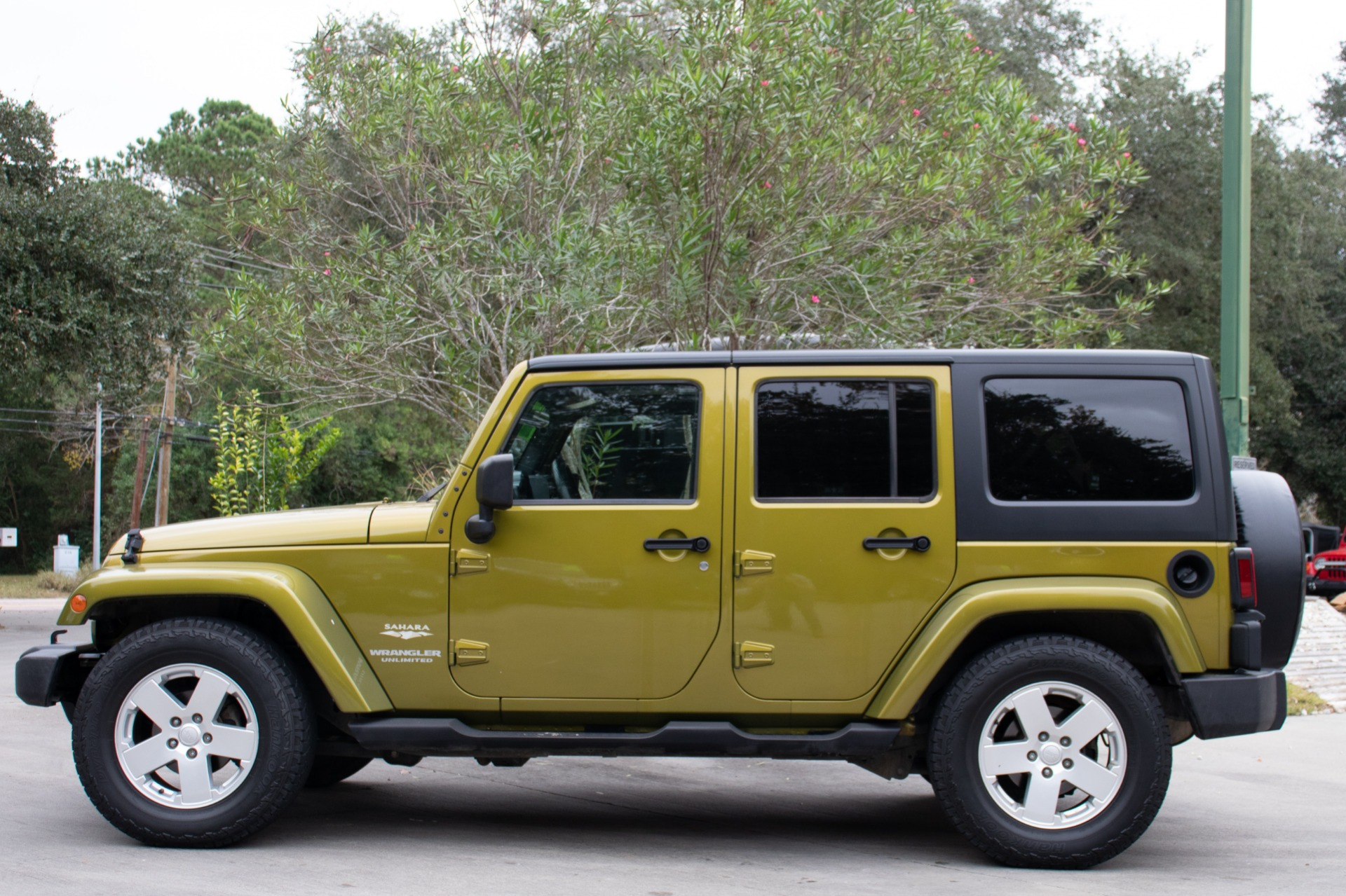 Used-2007-Jeep-Wrangler-Unlimited-Sahara