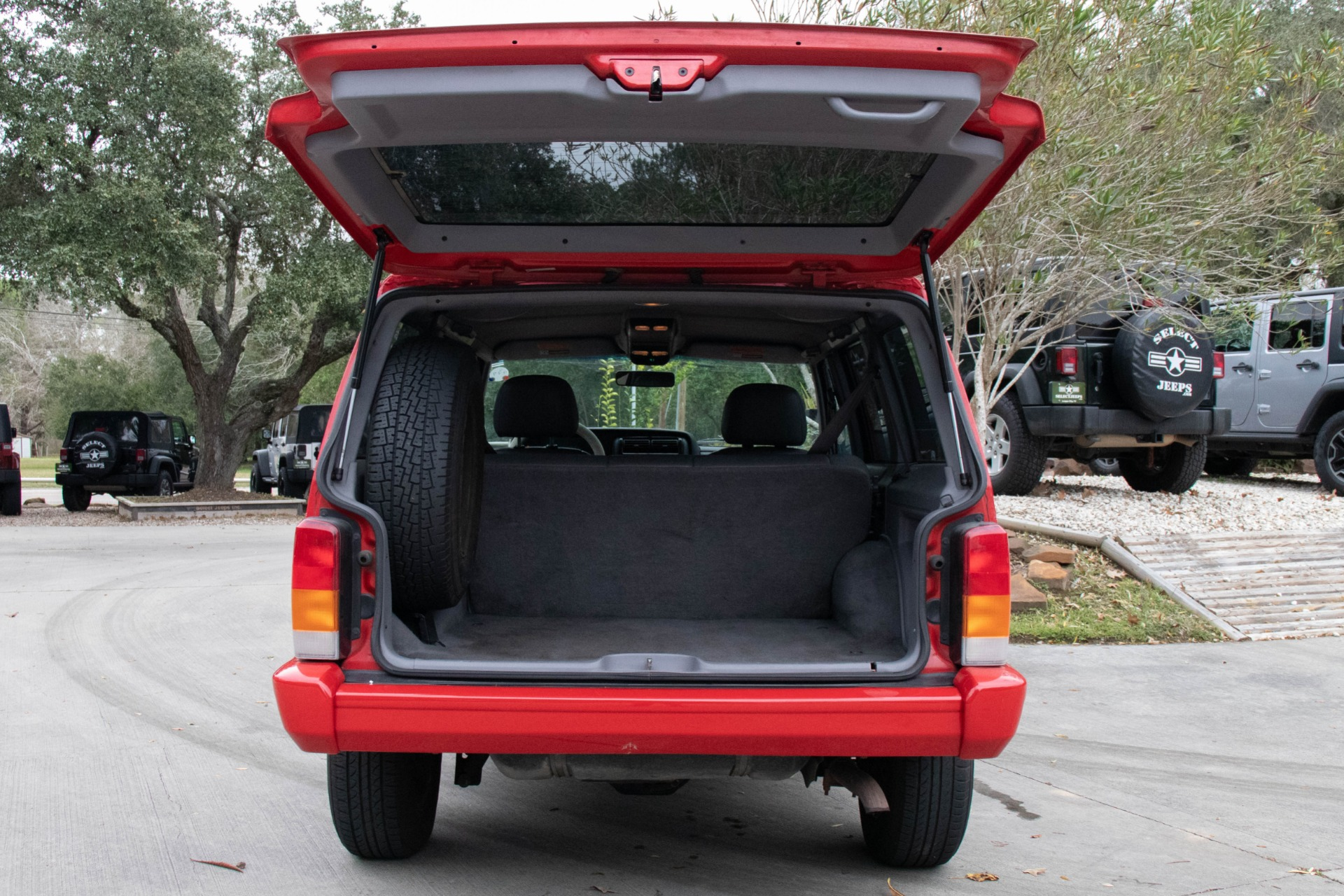 Used-1998-Jeep-Cherokee-Limited