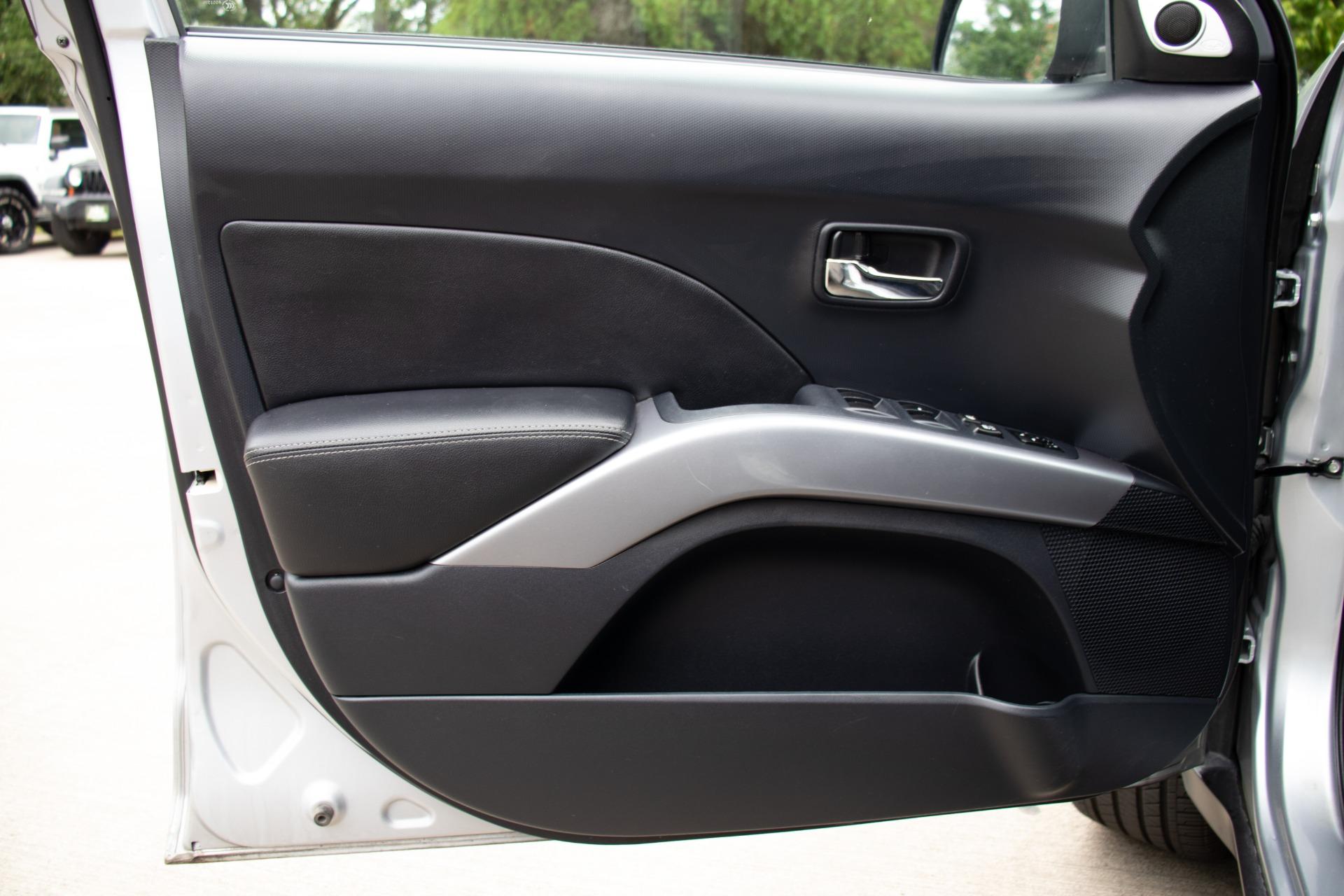 Used-2008-Mitsubishi-Outlander-XLS
