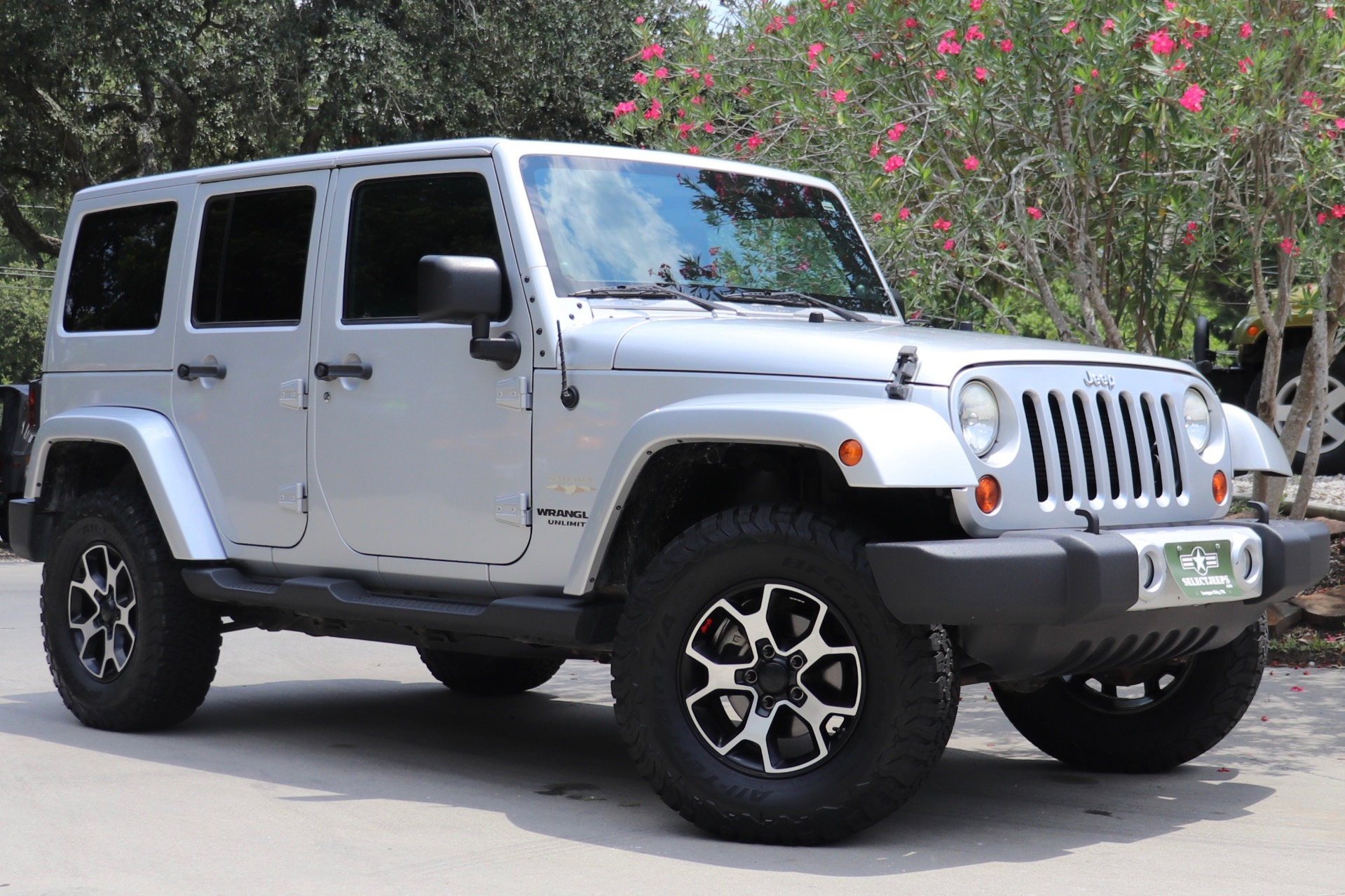 Used-2012-Jeep-Wrangler-Unlimited-Sahara