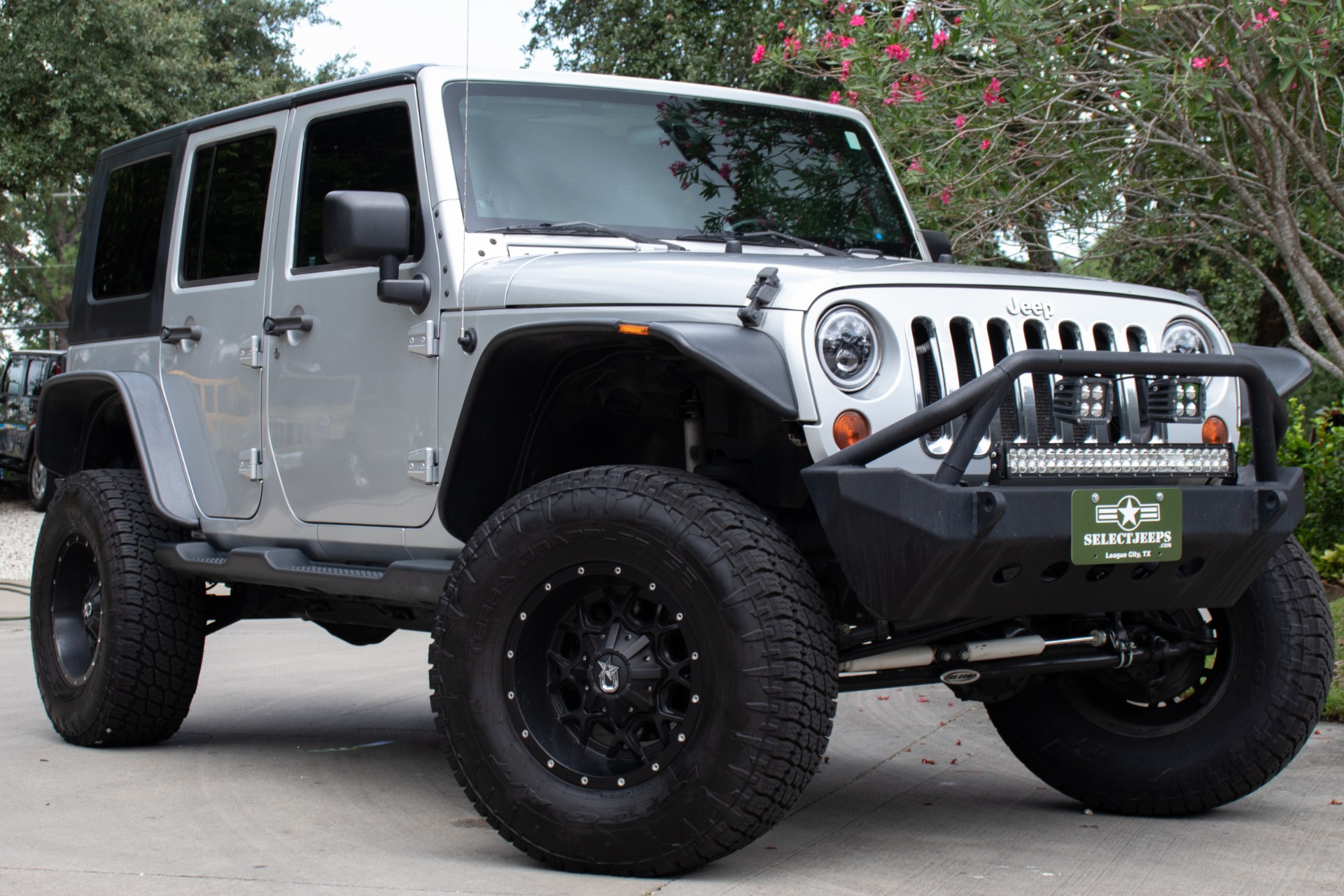 Used-2009-Jeep-Wrangler-Unlimited-Sahara