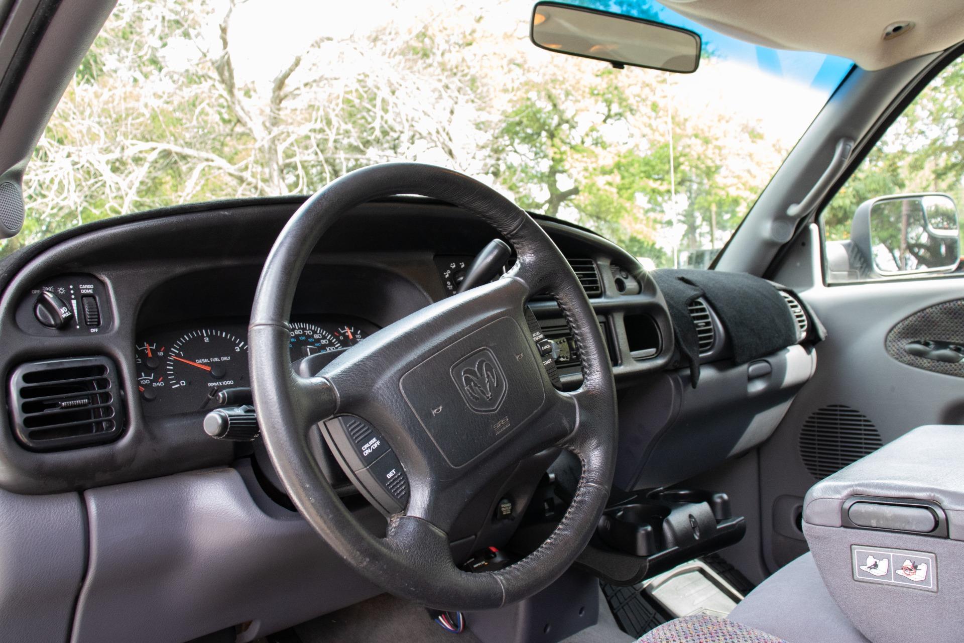 Used-2001-Dodge-Ram-Pickup-3500-DRW-SLT