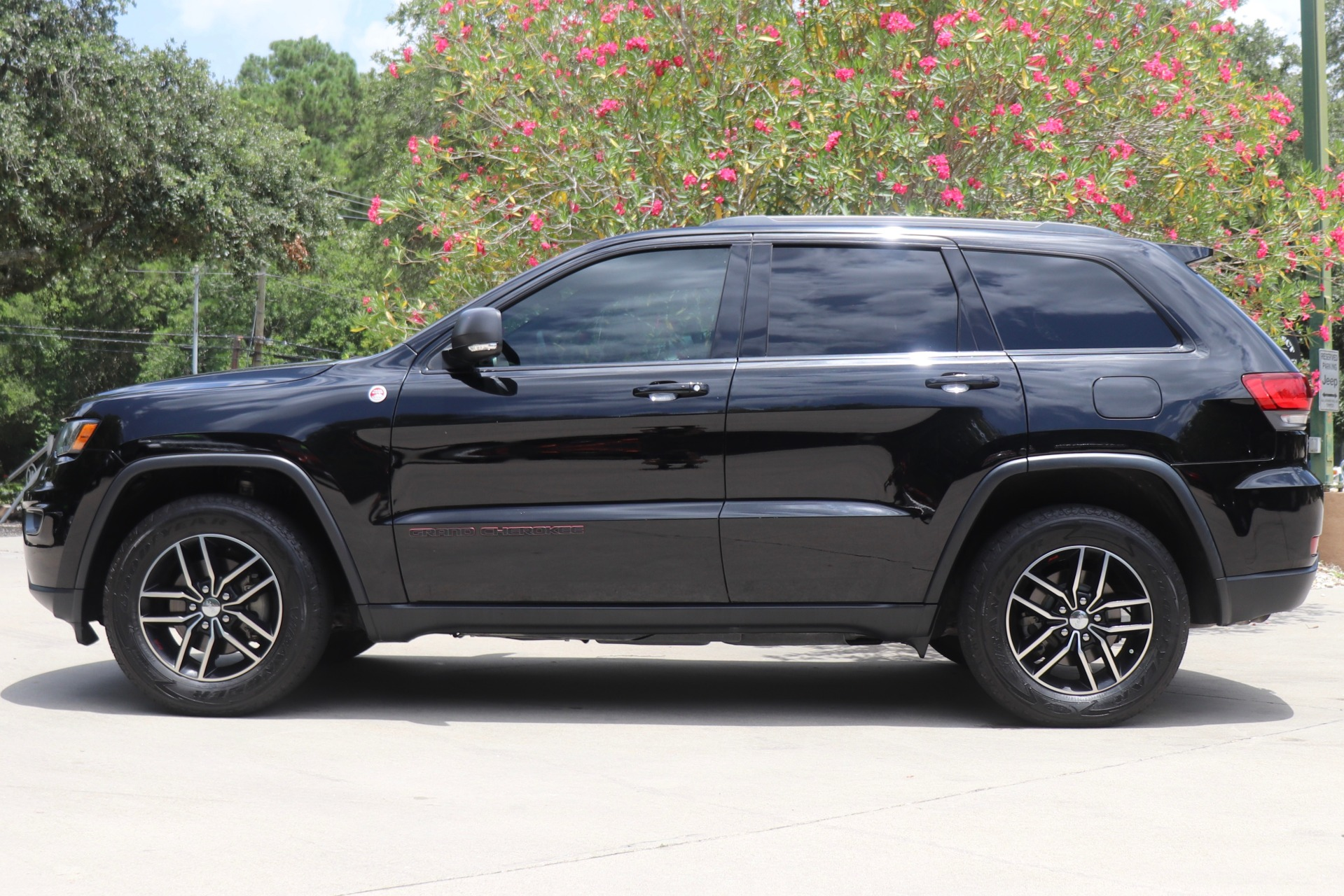 Used-2017-Jeep-Grand-Cherokee-Trailhawk