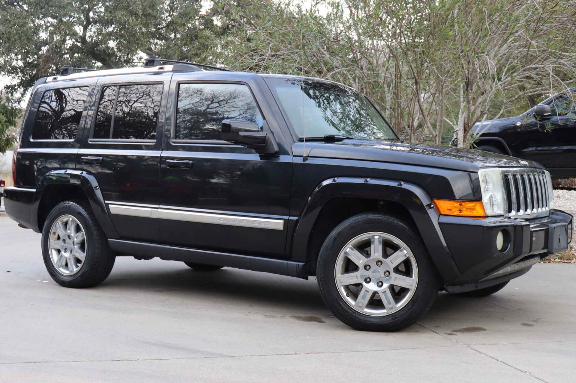Used-2010-Jeep-Commander-Limited