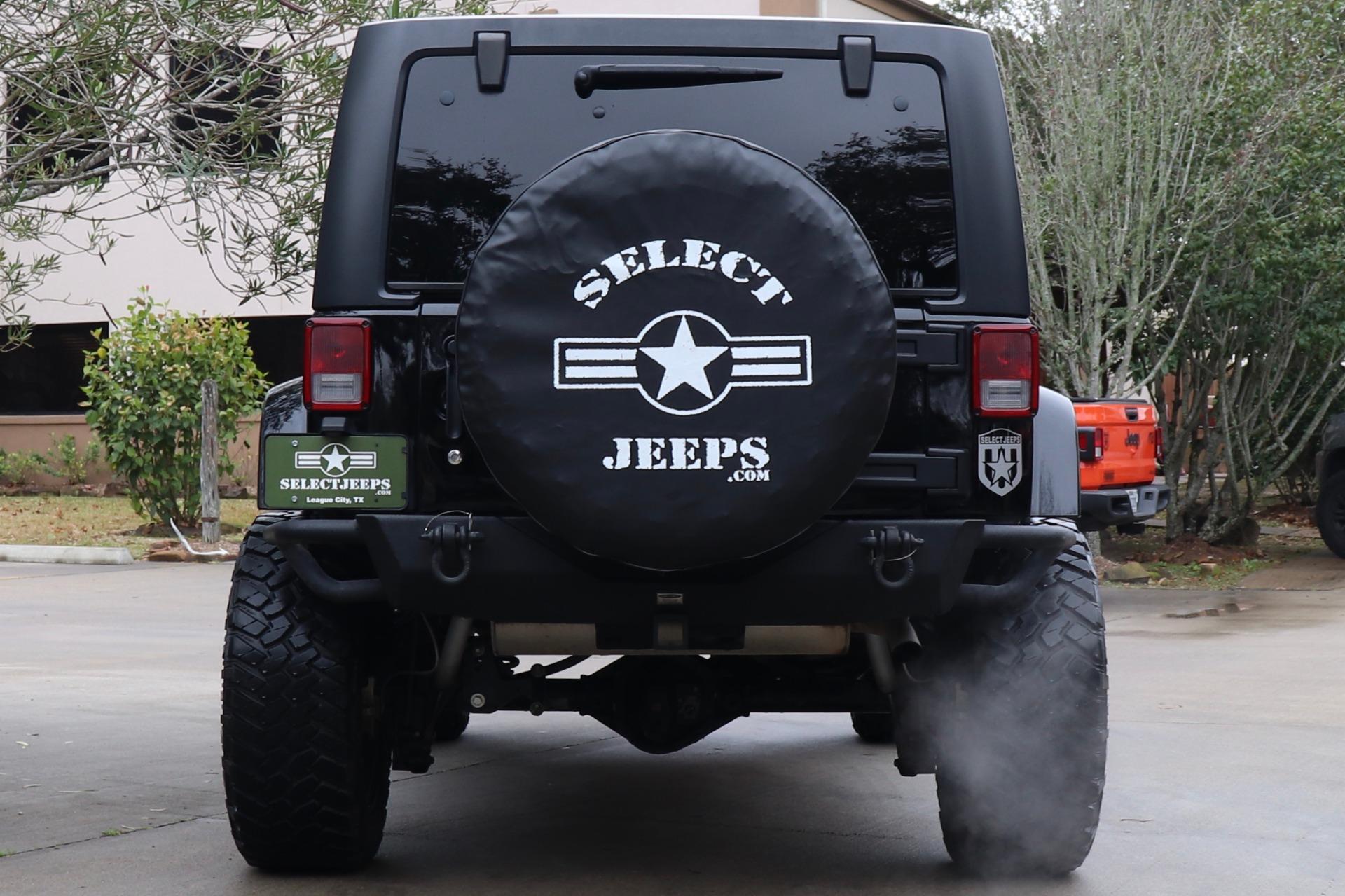 Used-2015-Jeep-Wrangler-Unlimited-Sahara