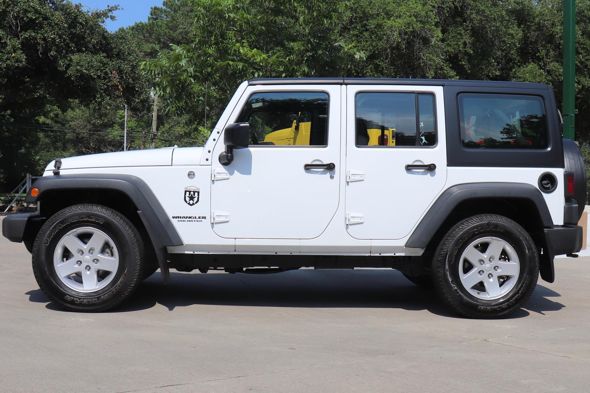 Used-2015-Jeep-Wrangler-Unlimited-Sport-RHD