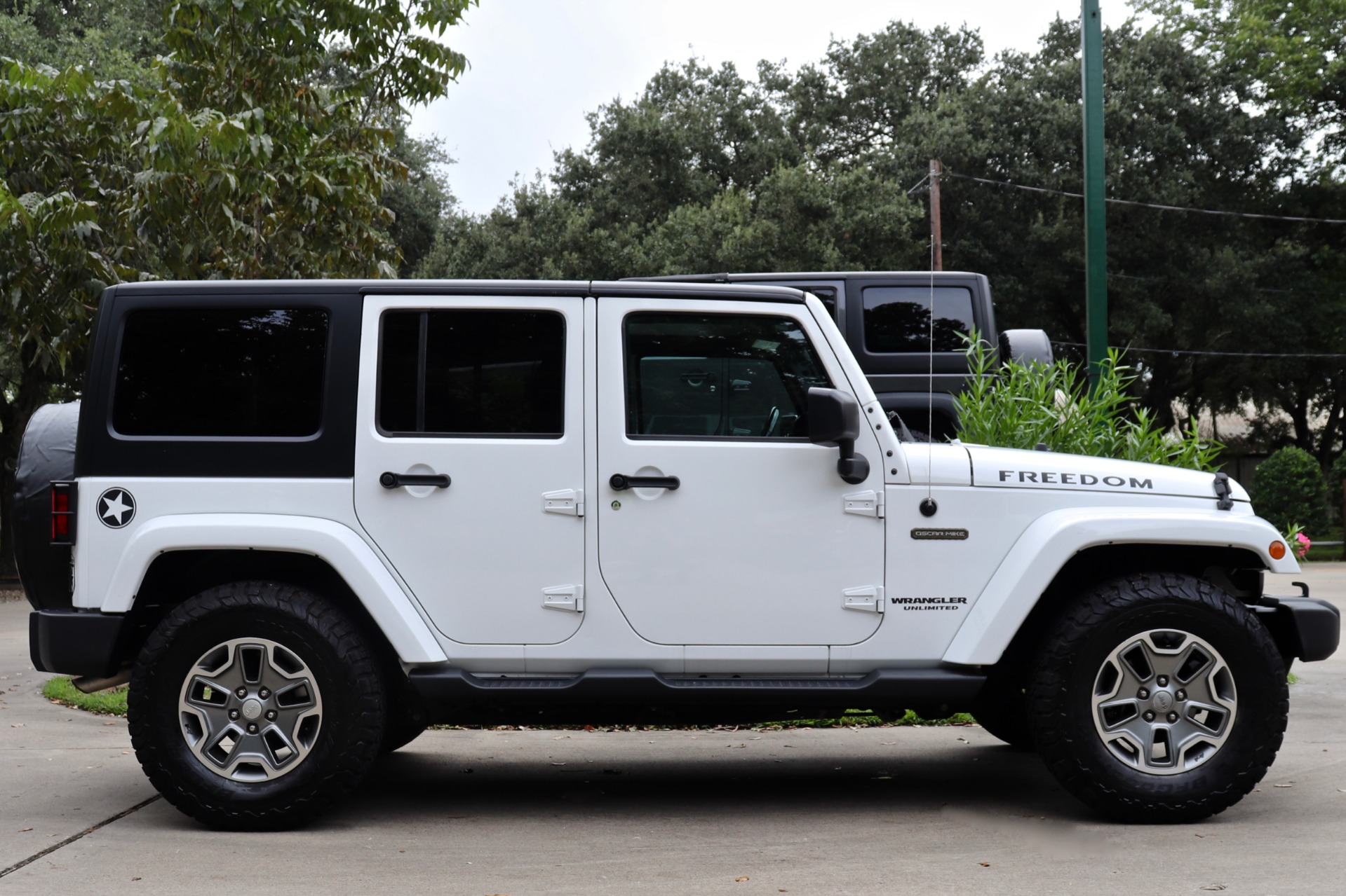 Used-2017-Jeep-Wrangler-Unlimited-Freedom