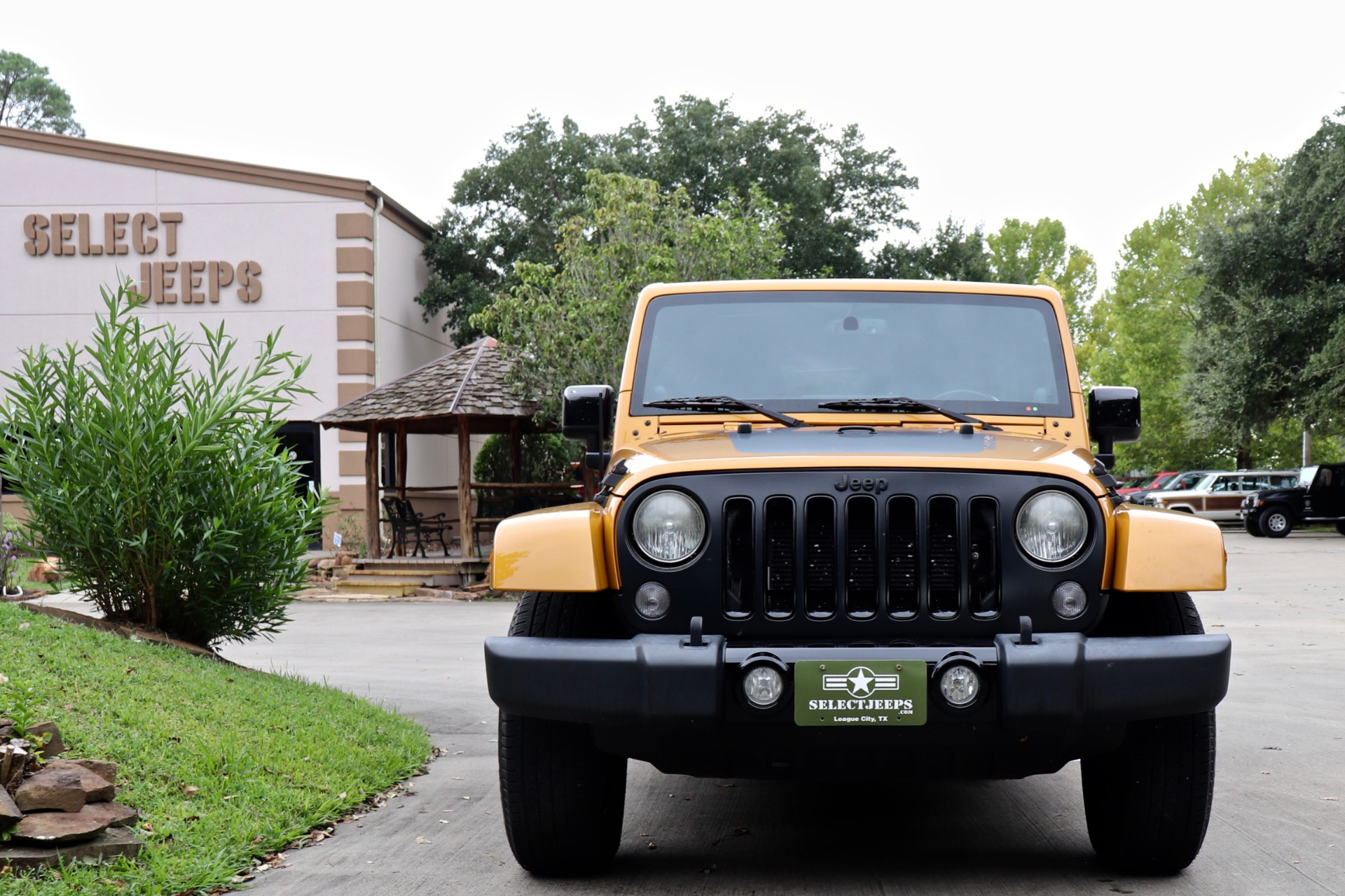 Used-2014-Jeep-Wrangler-Unlimited-Altitude-Edition
